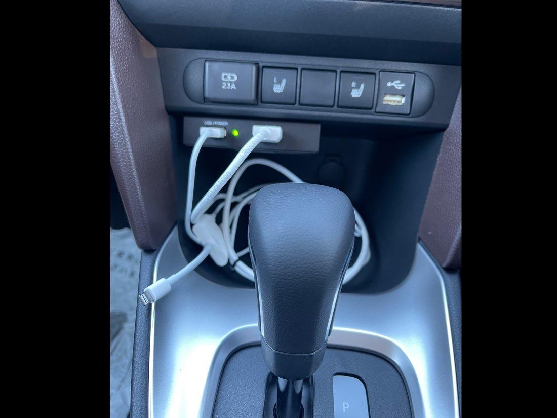 トヨタ系ディスプレイオーディオ車にミラーリングユニット取付致します。 の写真