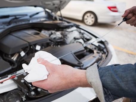 国産乗用車、軽乗用車のオイル交換させて頂きます。廃油処理込みです。 の写真