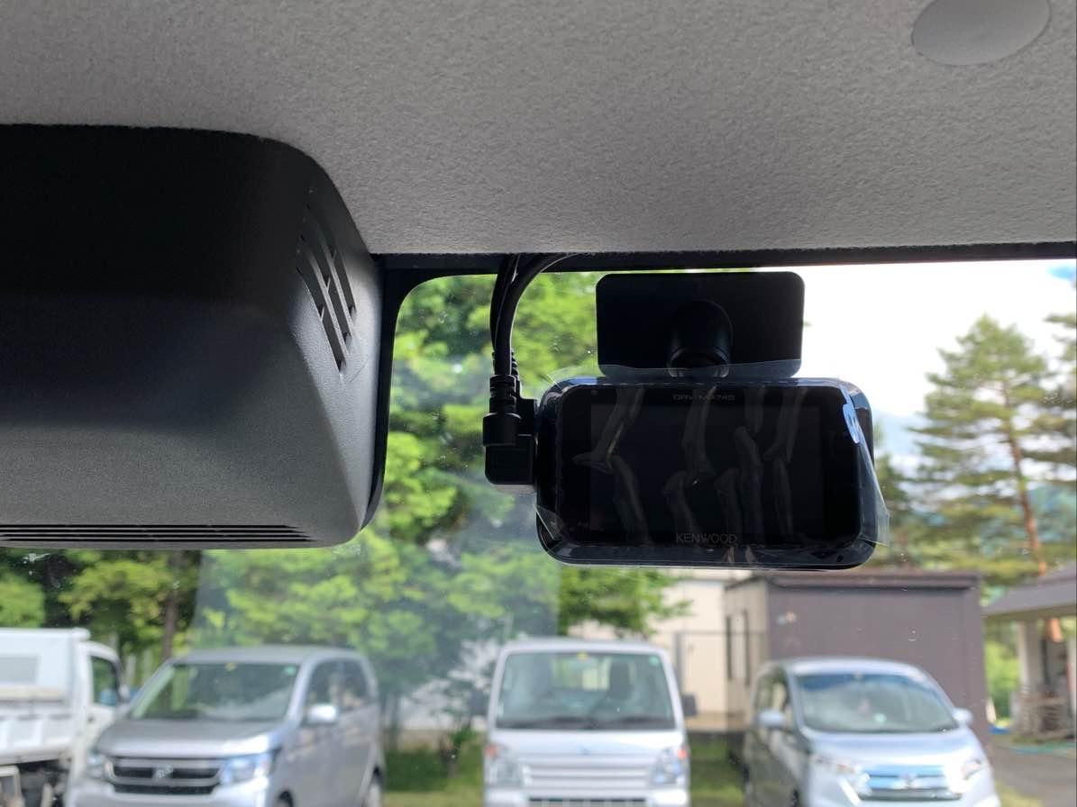 軽自動車にドラレコを取付致します。配線は隠して綺麗に仕上げます。の写真