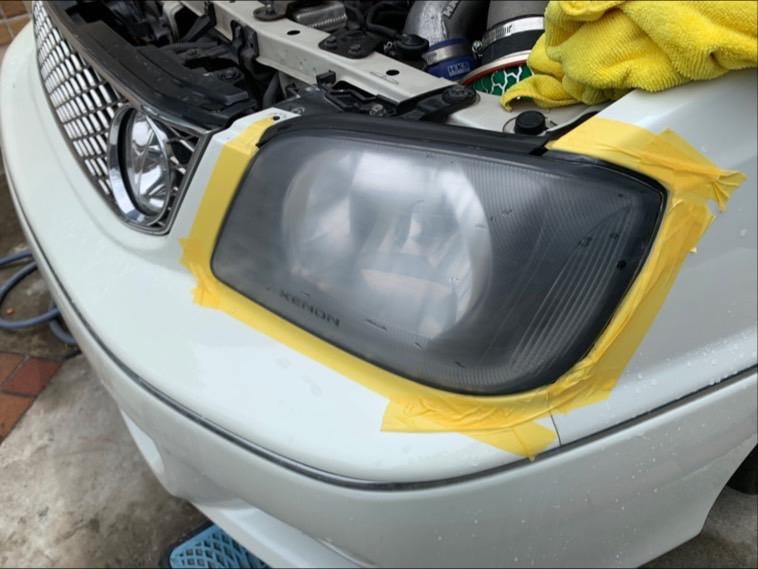 ヘッドライトレンズクリーニング (ヘッドライトスチーマーによる施工)の写真