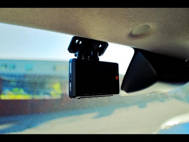 ディーラーのクオリティでドライブレコーダー取り付けいたします。の写真