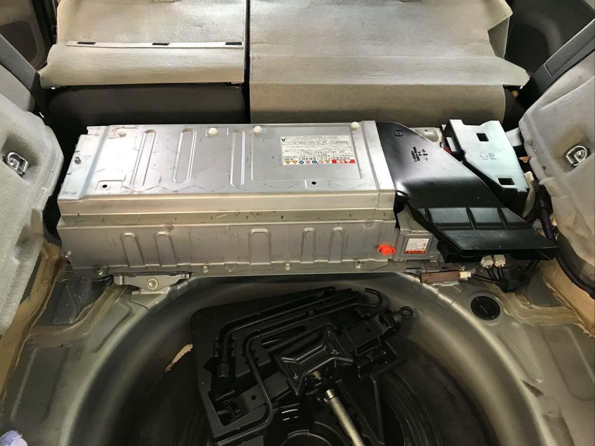 ハイブリッド バッテリー交換の写真
